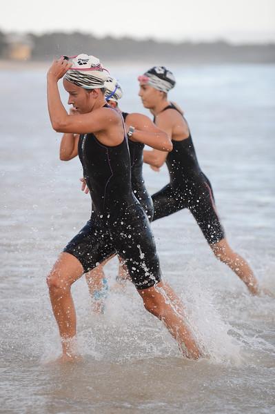 Laura Cook - Swim Leg - 2016 Noosa Triathlon, Noosa Heads, Sunshine Coast, Queensland, Australia; 30 October. Camera 2. Photos by Des Thureson - disci.smugmug.com