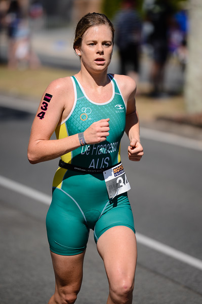 Danielle DE FRANCESCO - Run Leg - 2016 Noosa Triathlon, Noosa Heads, Sunshine Coast, Queensland, Australia; 30 October. Camera 2. Photos by Des Thureson - disci.smugmug.com