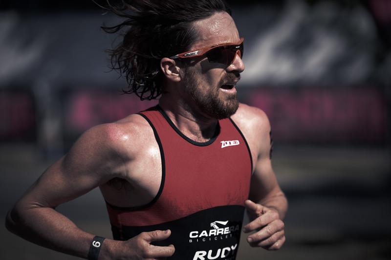 Alternate Processing: Ultimate Fighter (Strong) - Dan Wilson - Run Leg - 2016 Noosa Triathlon, Noosa Heads, Sunshine Coast, Queensland, Australia; 30 October. Camera 2. Photos by Des Thureson - disci.smugmug.com