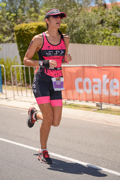 Brianne MAYNE - Run Leg - 2016 Noosa Triathlon, Noosa Heads, Sunshine Coast, Queensland, Australia; 30 October. Camera 2. Photos by Des Thureson - disci.smugmug.com