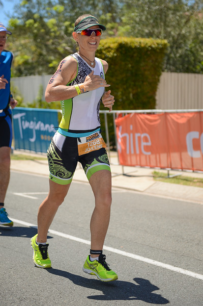 Jo-Lene CRANK - Run Leg - 2016 Noosa Triathlon, Noosa Heads, Sunshine Coast, Queensland, Australia; 30 October. Camera 2. Photos by Des Thureson - disci.smugmug.com