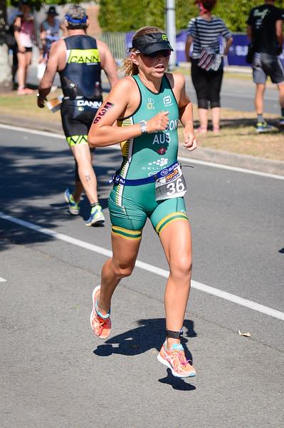 Emma Jackson - Run Leg - 2016 Noosa Triathlon, Noosa Heads, Sunshine Coast, Queensland, Australia; 30 October. Camera 2. Photos by Des Thureson - disci.smugmug.com