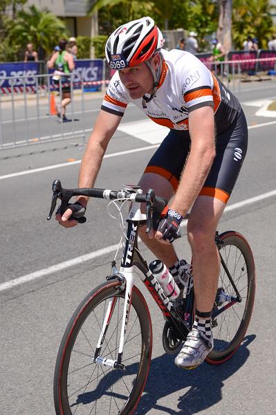 Team FLASH FOR CASH - Bike Leg - 2016 Noosa Triathlon, Noosa Heads, Sunshine Coast, Queensland, Australia; 30 October. Camera 2. Photos by Des Thureson - disci.smugmug.com