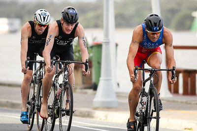 Javier Gomez Noya, Tayler Reid - 2017 Gold Coast ITU Men's WTS World Triathlon, Saturday 8 April 2017; Queensland, Australia. Camera 2. Photos by Des Thureson - http://disci.smugmug.com.