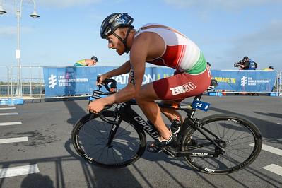Gábor Faldum - Bike Leg - 2018 Gold Coast World Triathlon Men's WTS Grand Final, Sunday 16 September 2018; Queensland, Australia. Camera 1. Photos by Des Thureson - http://disci.smugmug.com.