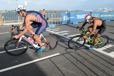 Morgan Pearson, Yuichi Hosoda - Bike Leg - 2018 Gold Coast World Triathlon Men's WTS Grand Final, Sunday 16 September 2018; Queensland, Australia. Camera 1. Photos by Des Thureson - http://disci.smugmug.com.