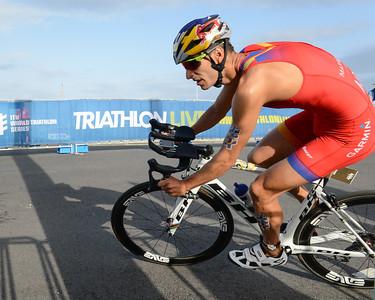 Mario Mola - Bike Leg - 2018 Gold Coast World Triathlon Men's WTS Grand Final, Sunday 16 September 2018; Queensland, Australia. Camera 1. Photos by Des Thureson - http://disci.smugmug.com.