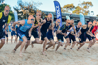 Elite Men's Race Start - 2018 Noosa Triathlon, Noosa Heads, Sunshine Coast, Queensland, Australia; 4 November. Camera 1. Photos by Des Thureson - disci.smugmug.com