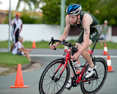 Michael Gosman - 2011 Caloundra Enduro Triathlon for professional triathletes (men's event); Woorim Park, Golden Beach, Caloundra, Sunshine Coast, Queensland, Australia; 6 February 2011. Photos by Des Thureson.
