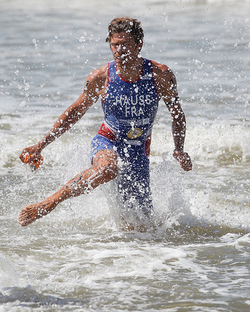 David Hauss - 2015 Mooloolaba ITU Triathlon World Cup Men - 2015 Mooloolaba Triathlon Multi Sport Festival, Sunshine Coast, Qld, AUS; Saturday 14 March 2015. Photos by Des Thureson - http://disci.smugmug.com. Camera 2.