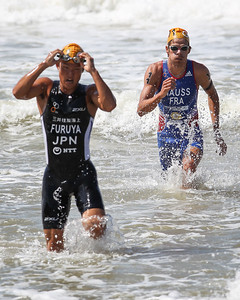 Jumpei Furuya, Havid Hauss - 2015 Mooloolaba ITU Triathlon World Cup Men - 2015 Mooloolaba Triathlon Multi Sport Festival, Sunshine Coast, Qld, AUS; Saturday 14 March 2015. Photos by Des Thureson - http://disci.smugmug.com. Camera 2.
