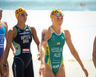 Oops - Sorry for the wrong camera settings at the start - a bright day but not that bright. :) - Jaz Hedgeland, Luisa Baptista - 2015 Mooloolaba ITU Triathlon World Cup Women - 2015 Mooloolaba Triathlon Multi Sport Festival, Sunshine Coast, Qld, AUS; Saturday 14 March 2015. Photos by Des Thureson - http://disci.smugmug.com. Camera 1.