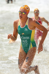 Natalie Van Coevorden - 2015 Mooloolaba ITU Triathlon World Cup Women - 2015 Mooloolaba Triathlon Multi Sport Festival, Sunshine Coast, Qld, AUS; Saturday 14 March 2015. Photos by Des Thureson - http://disci.smugmug.com. Camera 2.