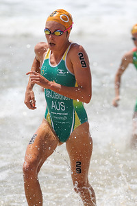 Natalie Van Coevorden - 2015 Mooloolaba ITU Triathlon World Cup Women - 2015 Mooloolaba Triathlon Multi Sport Festival, Sunshine Coast, Qld, AUS; Saturday 14 March 2015. Photos by Des Thureson - http://disci.smugmug.com. Camera 2.
