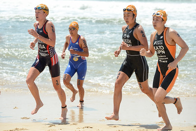 Jessica Broderick, Yurie Kato, Hideko Kikuchi - 2015 Mooloolaba ITU Triathlon World Cup Women - 2015 Mooloolaba Triathlon Multi Sport Festival, Sunshine Coast, Qld, AUS; Saturday 14 March 2015. Photos by Des Thureson - http://disci.smugmug.com. Camera 1.
