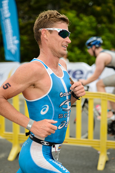 "Brad Kahlefeldt (""Sticksy"") - Run Leg - 2014 Noosa Triathlon, Noosa Heads, Sunshine Coast, Queensland, Australia; 2 November. Camera 1. Photos by Des Thureson - disci.smugmug.com"