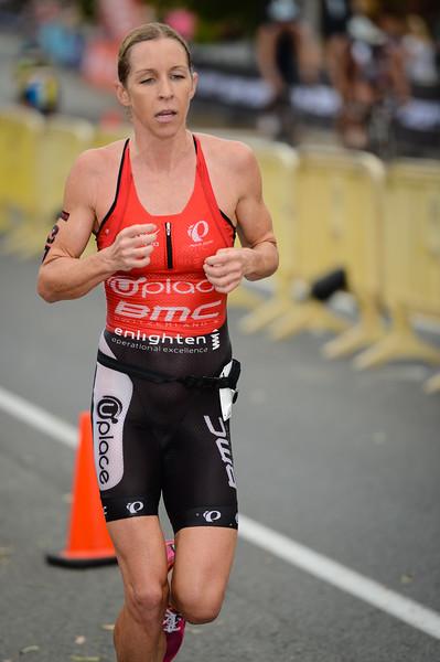Liz Blatchford - Run Leg - 2014 Noosa Triathlon, Noosa Heads, Sunshine Coast, Queensland, Australia; 2 November. Camera 1. Photos by Des Thureson - disci.smugmug.com
