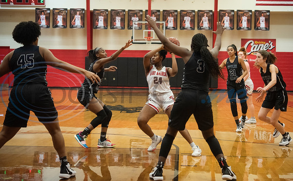 Tyler Lee's Alyssa Thorn (24) controls the ball as the Red Raiders play Wylie East in a basketball game at home on Tuesday, Dec. 31, 2019.  (Sarah A. Miller/Tyler Morning Telegraph)