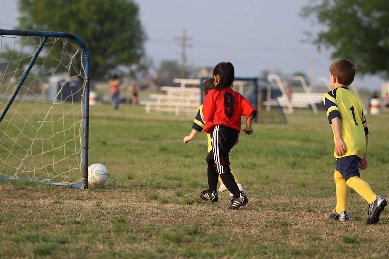 soccer u 6 ladybugs team-game s09 037