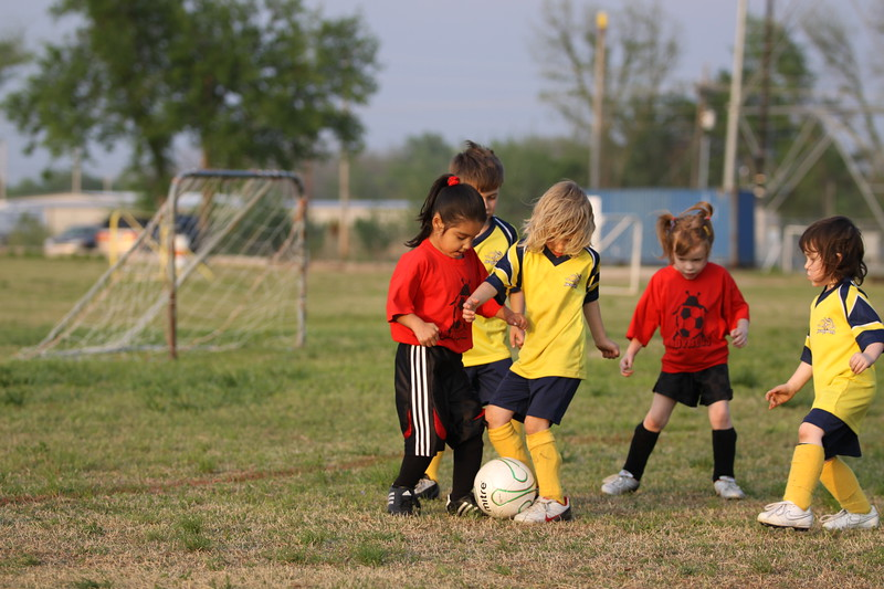 soccer u 6 ladybugs team-game s09 042
