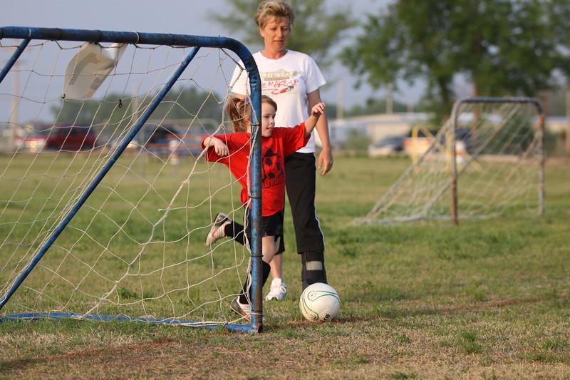 soccer u 6 ladybugs team-game s09 039