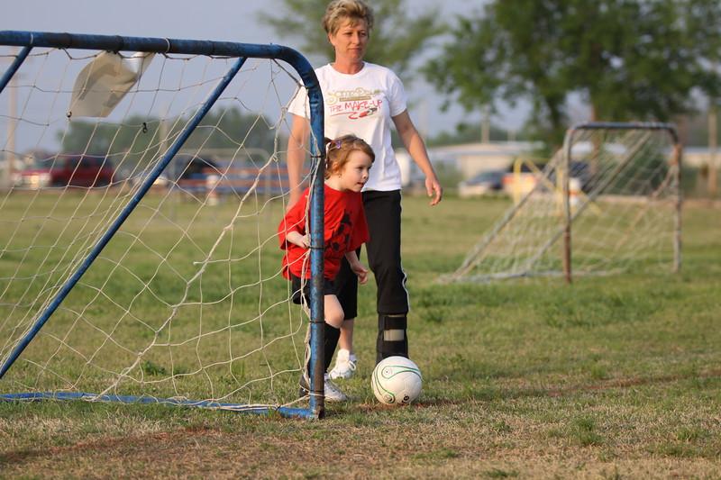 soccer u 6 ladybugs team-game s09 038
