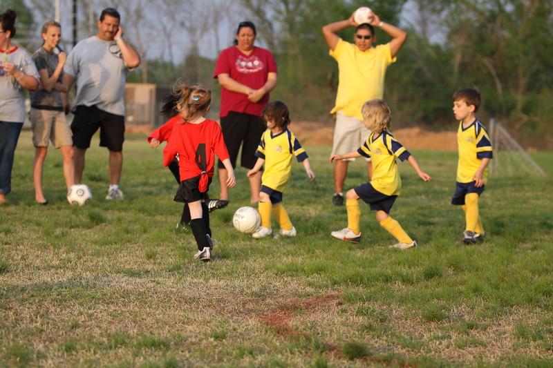 soccer u 6 ladybugs team-game s09 028