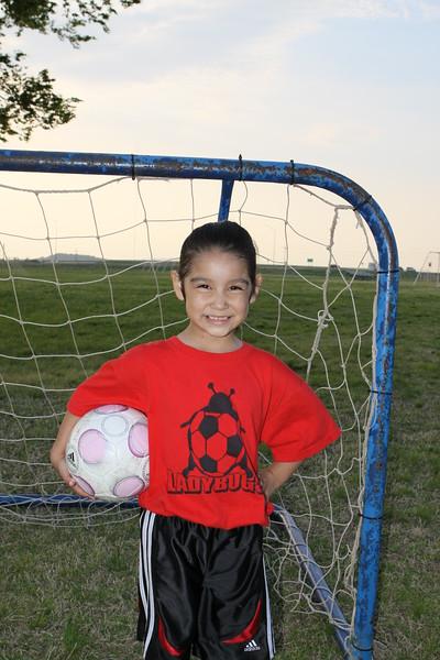 soccer u 6 ladybugs team-game s09 010