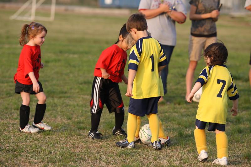 soccer u 6 ladybugs team-game s09 021