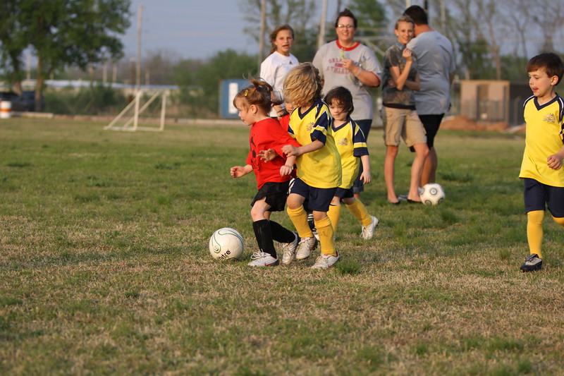 soccer u 6 ladybugs team-game s09 030