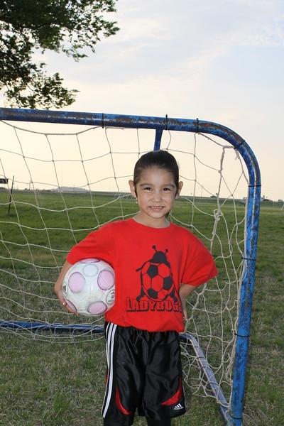 soccer u 6 ladybugs team-game s09 011