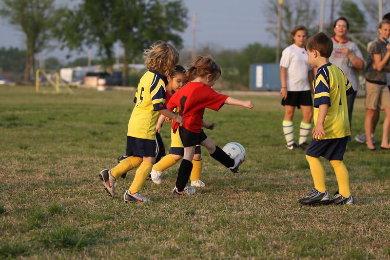 soccer u 6 ladybugs team-game s09 031