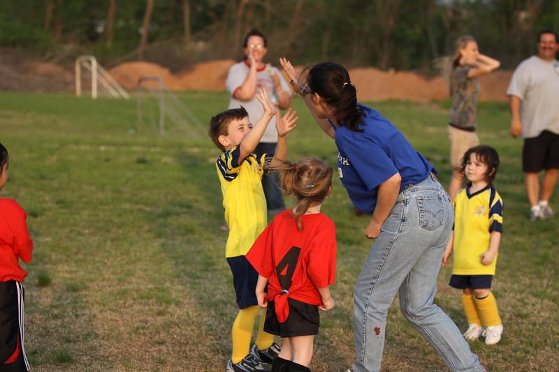 soccer u 6 ladybugs team-game s09 051