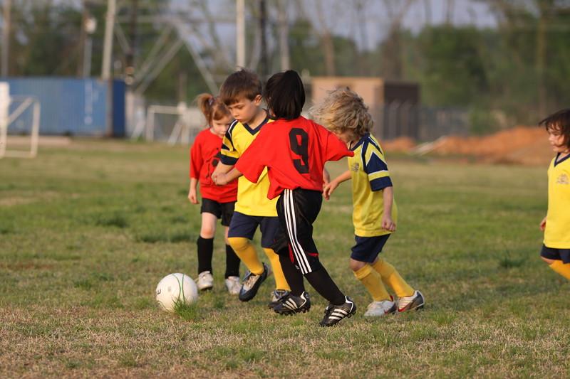 soccer u 6 ladybugs team-game s09 040