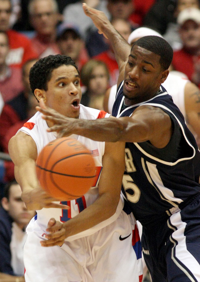 E.L. Hubbard for the DDN<br /> Dayton guard Stephen Thomas gets off a pass under pressure from Xavier forward Derrick Brown in the first half at UD Arena Wednesday, February 11, 2009.