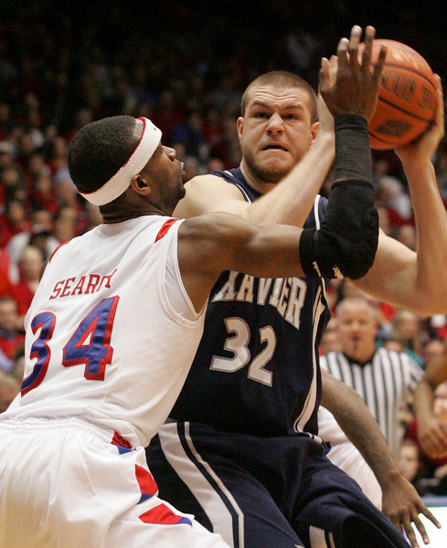 E.L. Hubbard for the DDN<br /> Dayton forward/center Devin Searcy pressures Xavier center Kenny Frease in the first half at UD Arena Wednesday, February 11, 2009.