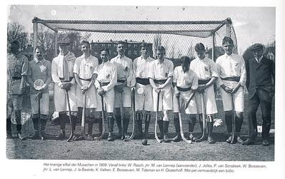1909 Onderschrift: zie foto  Hockeyclub Bloemendaal 1895-1995 p. 24