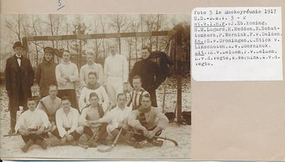 19171230 Onderschrift: zie foto  Opmerking: foto ook in Album Simon van Groningen en in UD not out.   Archief UD Fotograaf: ?  Formaat: 15 x 11 Afdruk zw origineel