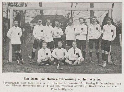 19100227  Revue der Sporten jrg.3 1910 nr. 42 2 maart 1910 p. 668 Uitsnede Foto ook in Collectie Simon van Groningen. Zie daar.