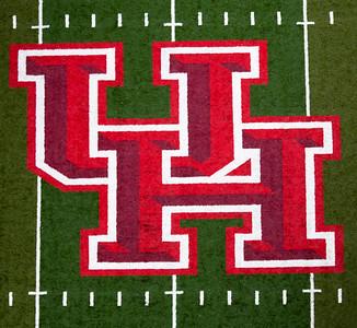 The midfield UH Logo.