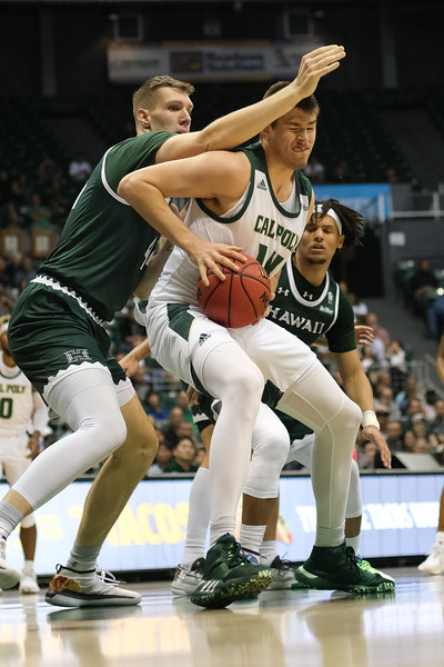 Tuukka Jaakkola (14) fights through contact from Dawson Carper (44) on this move to the hoop at the Stan Sheriff Center, Honolulu, Hawaii on January 16, 2020.