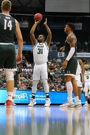 Nolan Taylor (31) shoots his second free throw after airballing the first against Hawaii at the Stan Sheriff Center, Honolulu, Hawaii on January 16, 2020. Taylor was 0-2 from the line.