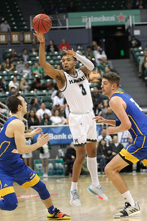 Eddie Stansberry passes off against UCSB at the Stan Sheriff Center, Honolulu, Hawaii on January 18, 2020. Stansberry had 2 assists for Hawaii.