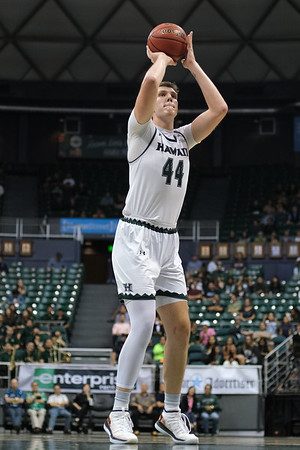 Dawson Carper shoots a freebie at the Stan Sheriff Center, Honolulu, Hawaii on January 18, 2020. Carper missed all 3 free throws he took.
