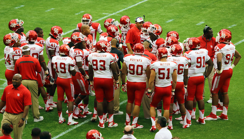 The UH team gathers during a time out.
