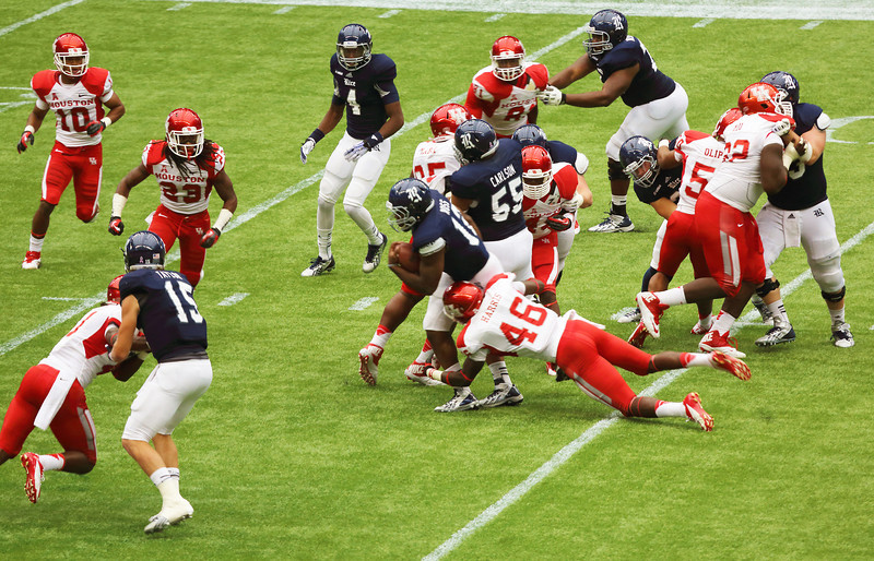 UH's Harris tackles Ross.