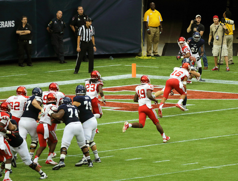 McDonald breaks up what would've been a Rice touchdown.