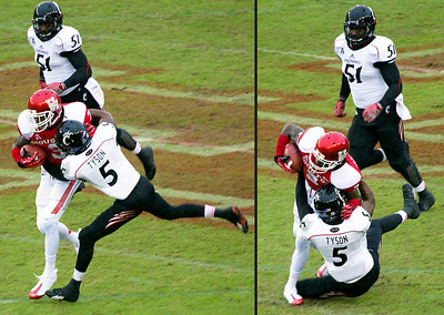 UH on the offensive.  Cincinnati's Tyson brings down UH's Greenberry.