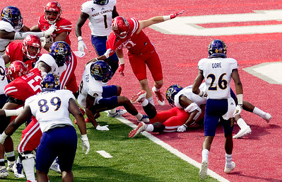 Car (bottom of pile) takes the ball in for another UH touchdown.