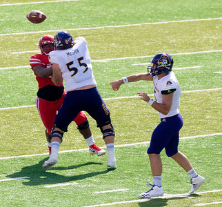 Minshew connects with Howe for 6 yards.